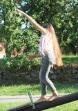 Estabilidade do treinamento da menina Fotografia de Stock Royalty Free