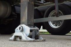 Estabilizador lateral prolongado da guiga do caminhão Apoio ao guindaste telescópico móvel imagens de stock royalty free