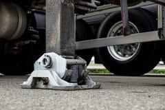 Estabilizador lateral prolongado da guiga do caminhão Apoio ao guindaste telescópico móvel imagem de stock royalty free