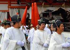 Estableciéndose en un desfile, Yasaka Jinja, Kyoto, Japón Imagen de archivo libre de regalías