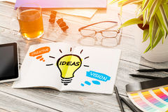Establecimiento de una red social creativo Vision del bulbo de las ideas medios Fotos de archivo libres de regalías