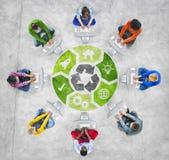 Establecimiento de una red social de la gente y concepto ambiental Foto de archivo libre de regalías