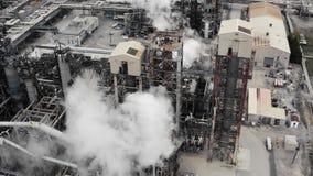 Establecimiento del tiro de un aceite, petróleo, refinería del gas almacen de metraje de vídeo