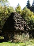 Establo tradicional en Transilvania, Rumania Foto de archivo