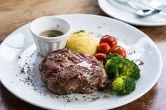 Estaca da carne de porco com vegetal imagens de stock royalty free