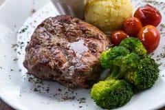 Estaca da carne de porco com vegetal fotografia de stock