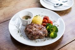 Estaca da carne de porco com vegetal fotografia de stock royalty free