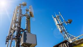 estación base elegante de la antena de la red de radio del teléfono móvil 5G foto de archivo libre de regalías
