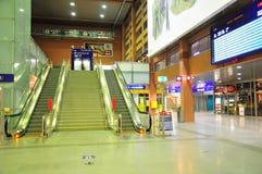 Estación central de Innsbruck - escaleras móviles Imagen de archivo