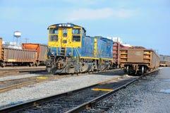 Estación con los trenes, cargo de la carga del tren Fotografía de archivo