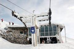 Estación congelada de la elevación de esquí fotografía de archivo