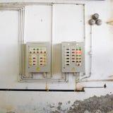 Estación de bombeo eléctrica de la centralita telefónica Unidades de control y eléctrico foto de archivo