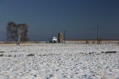 Estación de bombeo en paisaje del invierno Fotografía de archivo