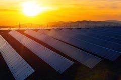 Estación de energía solar, fuente alternativa de la electricidad Fotos de archivo libres de regalías