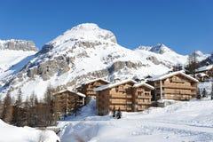Estación de esquí de la montaña imagen de archivo