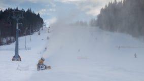 Estación de esquí de la pista en día Fotos de archivo libres de regalías