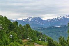 Estación de esquí del ferrocarril aéreo de las cabinas Foto de archivo libre de regalías