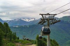 Estación de esquí del ferrocarril aéreo de las cabinas Fotografía de archivo libre de regalías