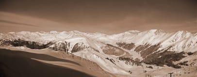 Estación de esquí del panorama de la sepia Imagen de archivo