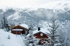 Estación de esquí después de la tormenta de la nieve Foto de archivo