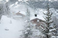 Estación de esquí en la tormenta de la nieve Imagen de archivo