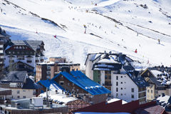 Estación de esquí en Sierra Nevada Imágenes de archivo libres de regalías
