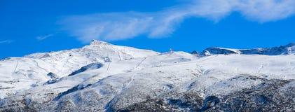 Estación de esquí Granada de la montaña de Sierra Nevada imagen de archivo libre de regalías