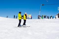 Estación de esquí Kopaonik, Serbia, remonte, cuesta, esquí de la gente Imagen de archivo libre de regalías
