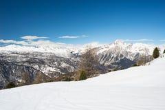 Estación de esquí panorámica en las montañas francesas italianas Fotografía de archivo libre de regalías