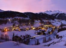 Estación de esquí Solden Austria de las montañas en la puesta del sol Foto de archivo