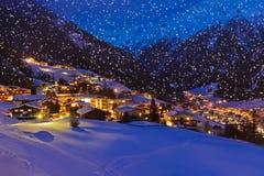 Estación de esquí Solden Austria de las montañas en la puesta del sol Imágenes de archivo libres de regalías