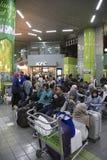 Estación de Gambir - multitud de Jakarta con el hogar de la vuelta de la gente para Iedul Imagenes de archivo