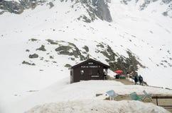 Estación de la barra y del teleférico en el plan de L 'montañas francesas de las montañas de Auguille Macizo de Mont Blanc, Chamo imagen de archivo