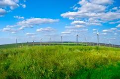 Estación de la energía eólica - turbina de viento Imagenes de archivo