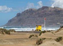 Estación de la patrulla de la playa, Famara Imagen de archivo libre de regalías