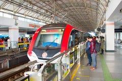 Estación de la plataforma del metro de Shangai, China Foto de archivo
