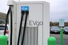 Estación de la recarga del coche eléctrico de EVgo en Danbury Fotos de archivo libres de regalías