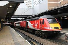 Estación de Leeds del tren del TGV de la costa este de los trenes de la Virgen Imagenes de archivo