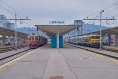 Estación de Ljubljana con los trenes fotos de archivo libres de regalías