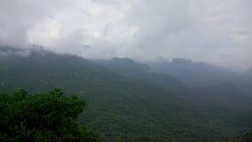 Estación de lluvias en área de la colina Imagenes de archivo