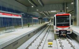 Estación de metro con el carro parado Foto de archivo libre de regalías