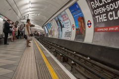 Estación de metro de Londres en la parada del banco. Imágenes de archivo libres de regalías