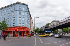 Estación de metro Goerlitzer Bahnhof en Berlín, Alemania Fotos de archivo