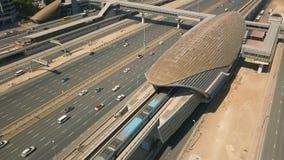 Estación de metro típica en Dubai almacen de video