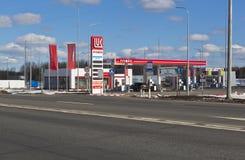 Estación de servicio Lukoil en M8 la carretera en la región de Vologda del distrito de Sokol, Rusia Fotos de archivo libres de regalías