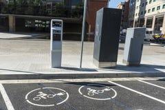 Estación de servicio para las motos y los coches eléctricos Foto de archivo libre de regalías