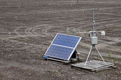 Estación de supervisión automática accionada solar del tiempo Fotos de archivo