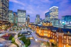 Estación de Tokio en la noche Fotos de archivo libres de regalías