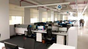 Estación de trabajo con la acera de una empresa de tecnología de la información imagen de archivo libre de regalías