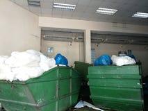 Estación de transferencia o estación de la basura - gestión de desechos fotos de archivo